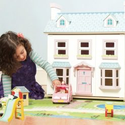 Le Toy Van Mayberry Manor Dolls House is a large-sized lovely wooden Dollhouse, featuring opening sash windows with magnetic catch