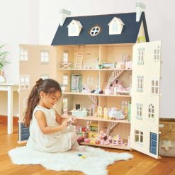 Traditional Doll Houses