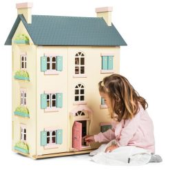 Le Toy Van Cherry Tree Hall Dolls House is laid out over 4 levels, a front that closes over and a gorgeous exterior with windows and shutters