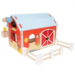 Le Toy Van Red Barn is a traditional wooden toy barn with a large double door to open and close, a working magnetic winch