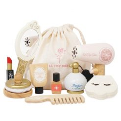 Le Toy Van Star Beauty Bag is a gender neutral cosmetics bag designed to encourage the toys to be shared between siblings & friends